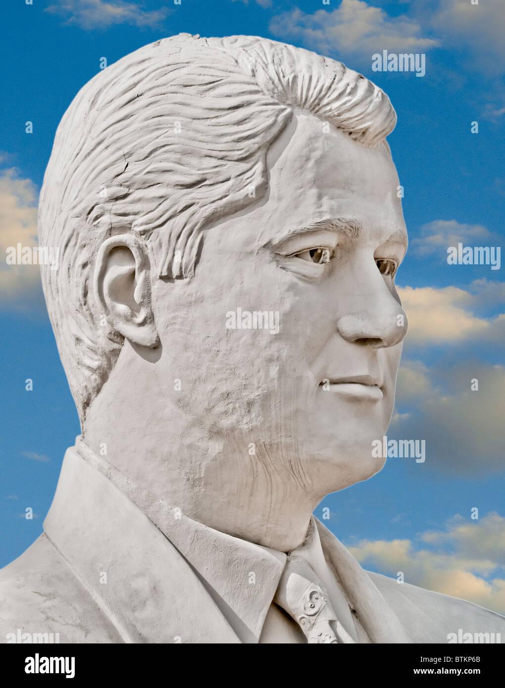 White concrete sculpture of Bill Clinton, 41st US President, at David Adickes Sculpturworx Studio in Houston, Texas, USA Stock Photo