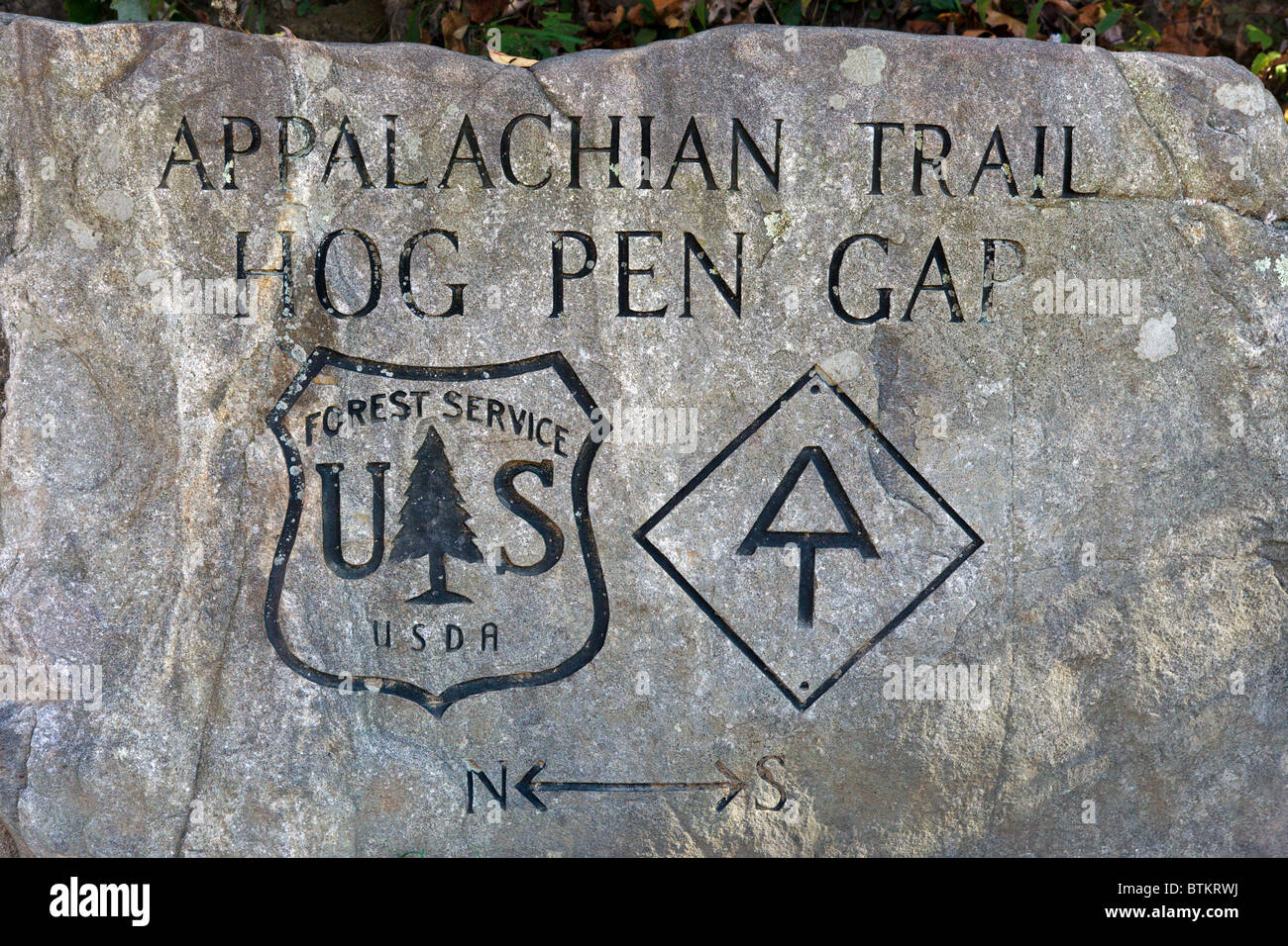 Marker for Appalachian Trail at Hog Pen Gap on Richard Russell Scenic Highway (348), Chattahoochee National Forest, - Stock Image