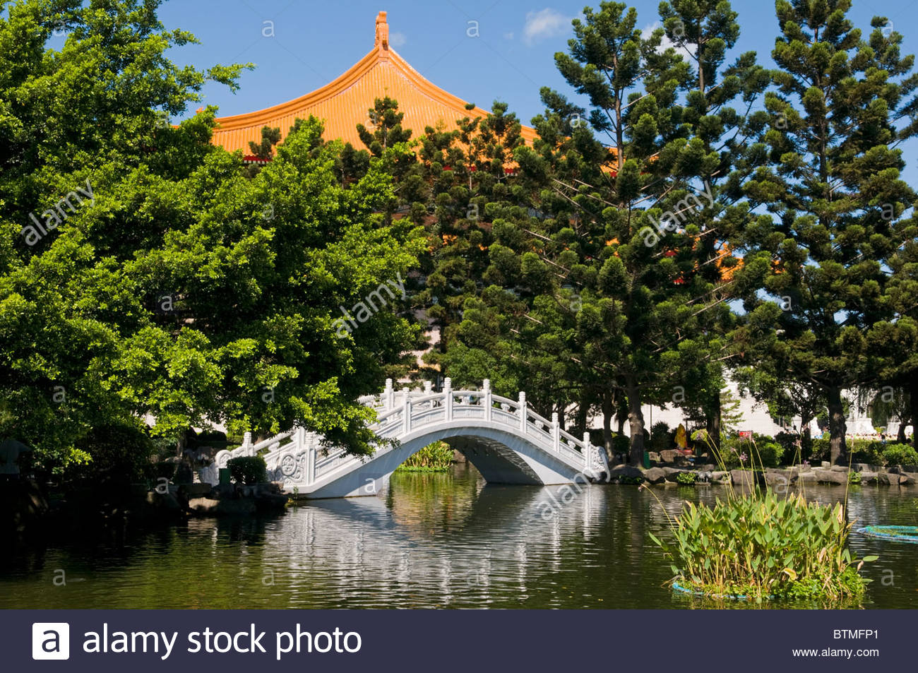 Traditional arched bridge in a Chinese garden Taipei Taiwan Stock ...