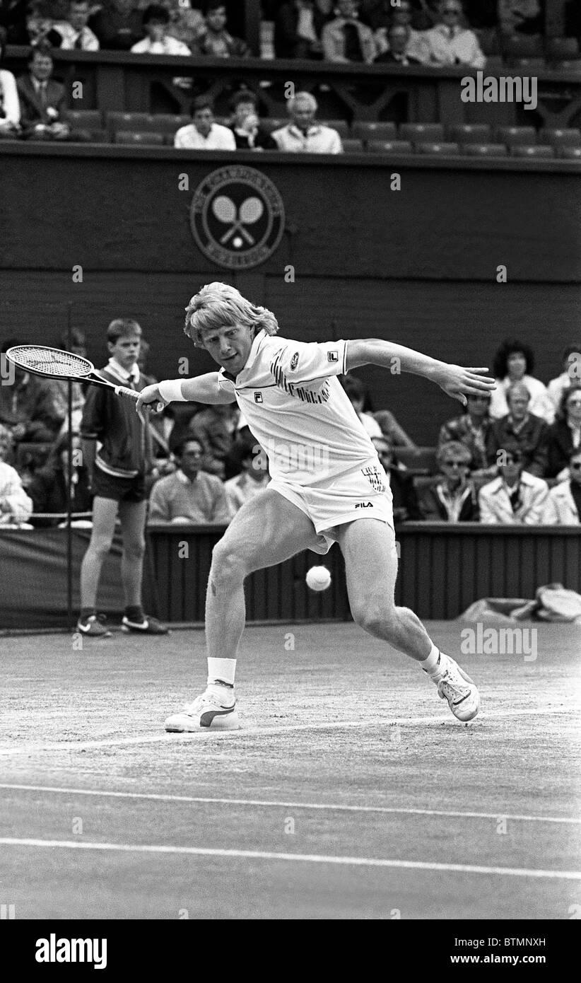 Boris Becker on centre court against Peter Doohan Wimbledon Tennis 6 Jul 1987 - Stock Image