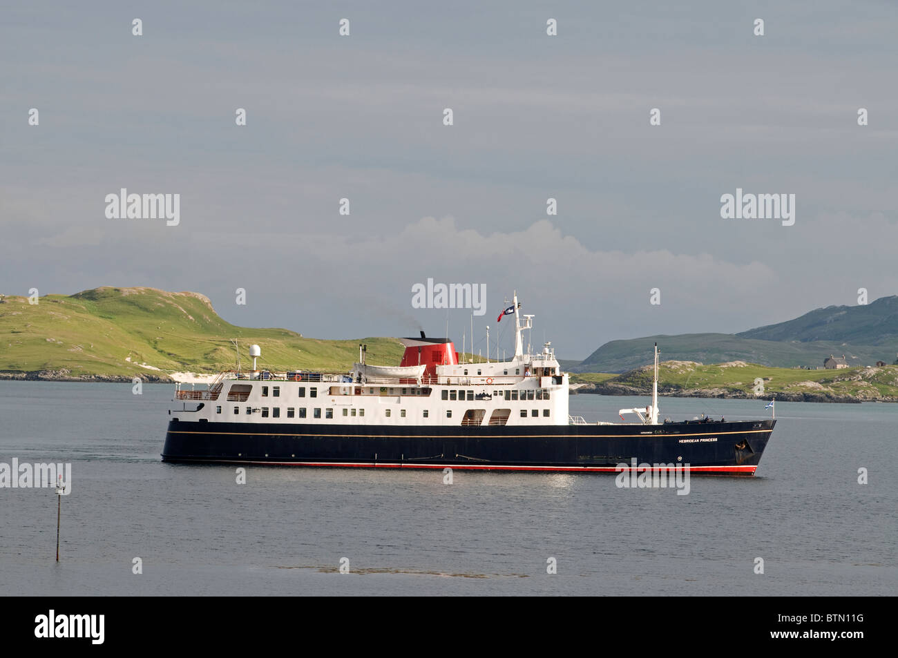 The Small Luxury Cruise ship arriving in Castlebay Isle of Barra, Outer Hebrides, Scotland. SCO 6613 - Stock Image