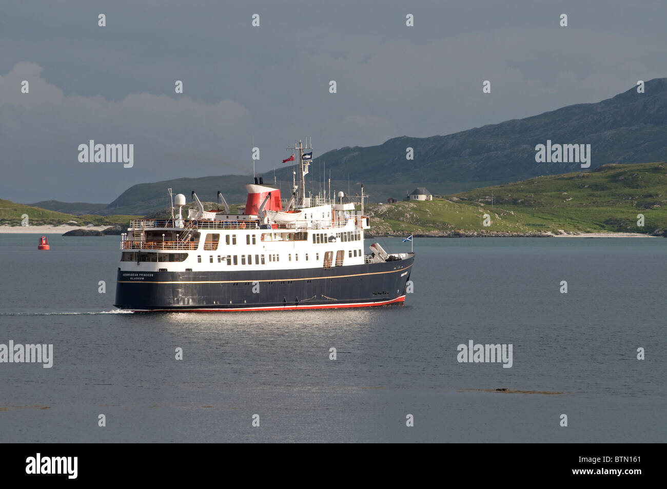The Small Luxury Cruise ship arriving in Castlebay Isle of Barra, Outer Hebrides, Scotland. SCO 6614 - Stock Image