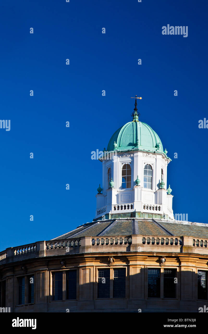 The cupola of the Sheldonian Theatre in Oxford, designed by Sir Christopher Wren, Oxfordshire, England, UK, Great - Stock Image