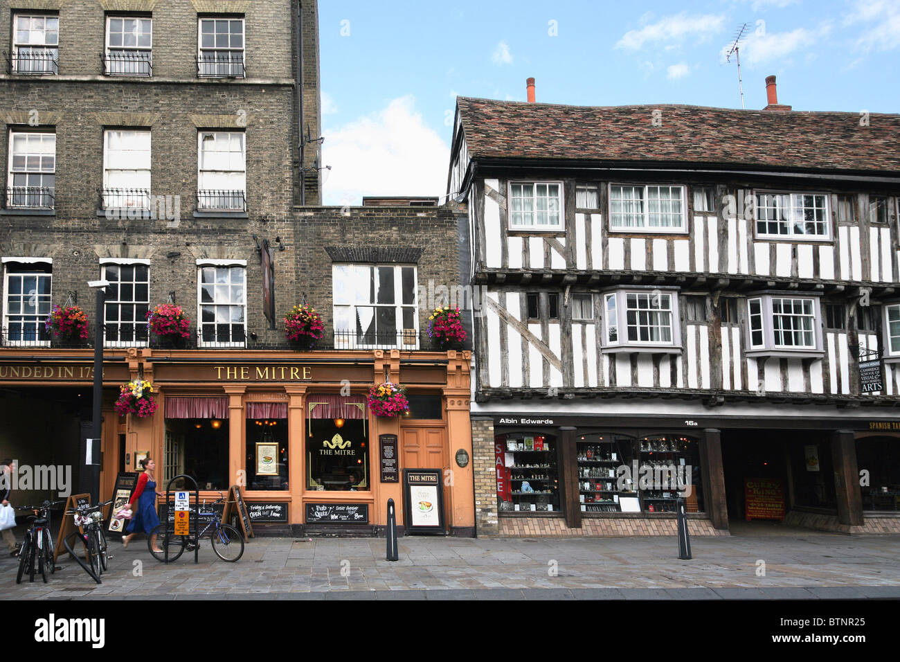 Cambridge, Old Pub and Half-Timbered Building - Stock Image