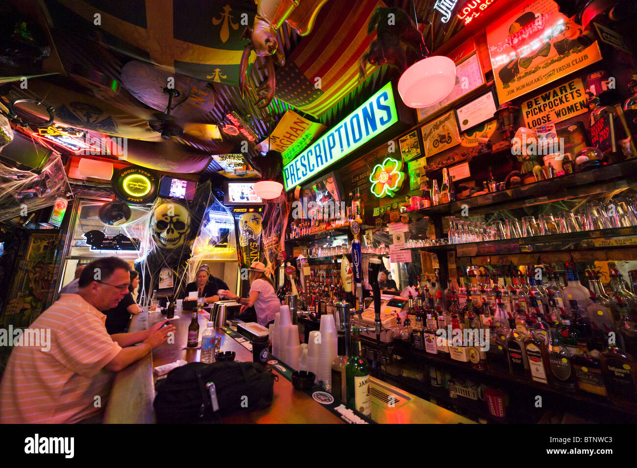 Typical bar at night, French Quarter, New Orleans, Lousiana, USA - Stock Image