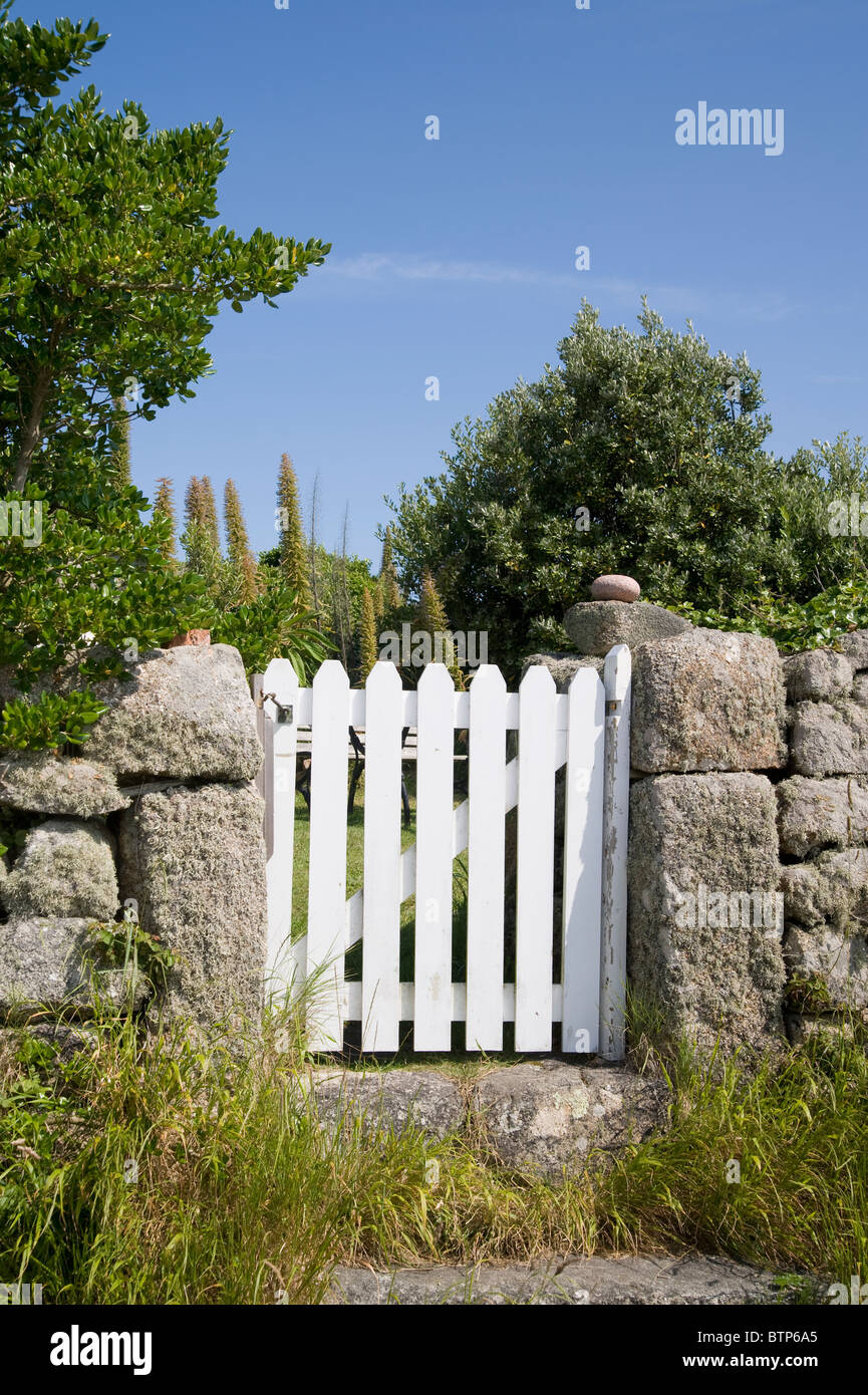 White gate on St. Agnes, Isles of Scilly, UK. - Stock Image
