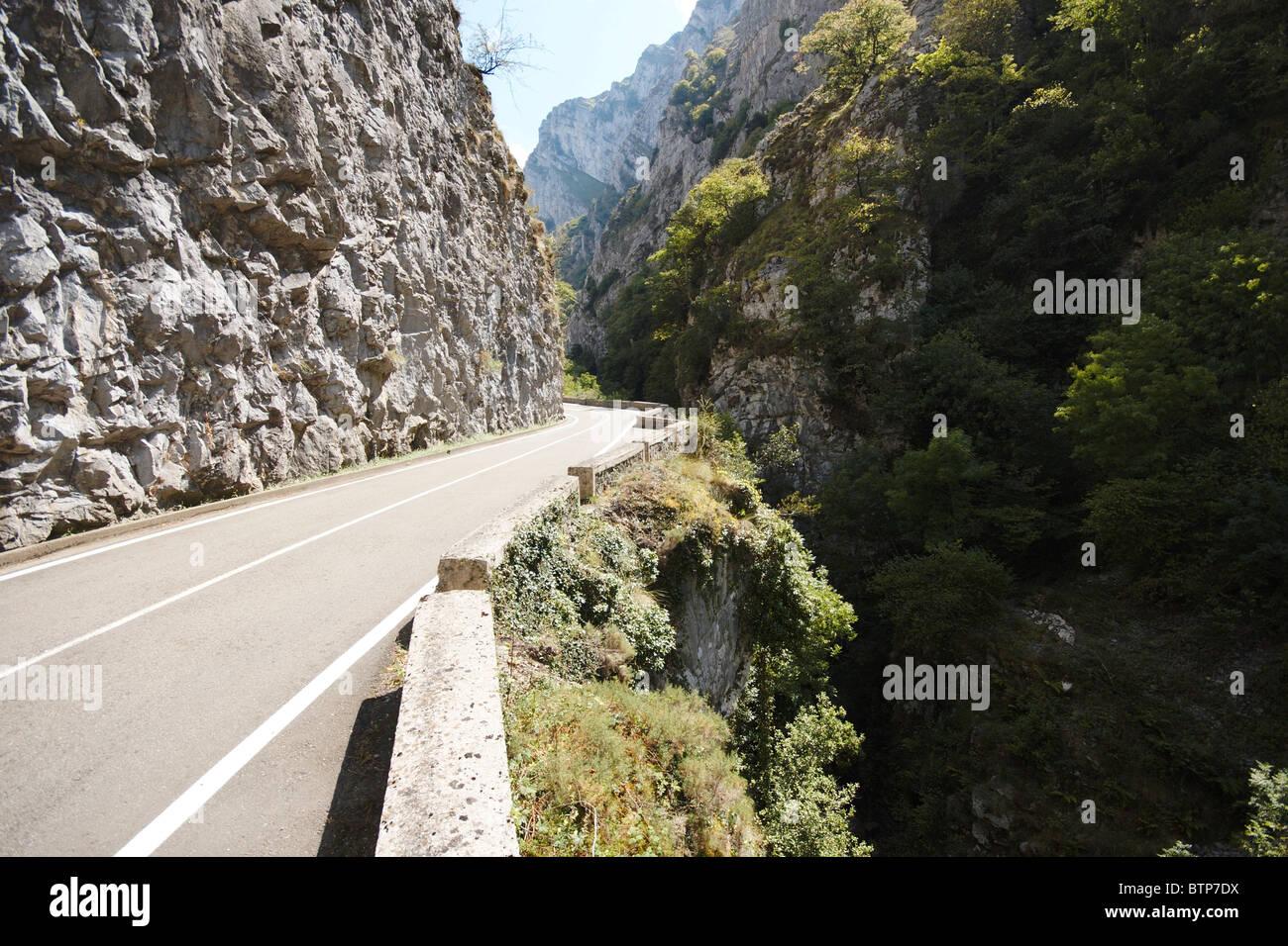 Desfiladero de los Beyos, Spain, Asturias, View of mountain road - Stock Image