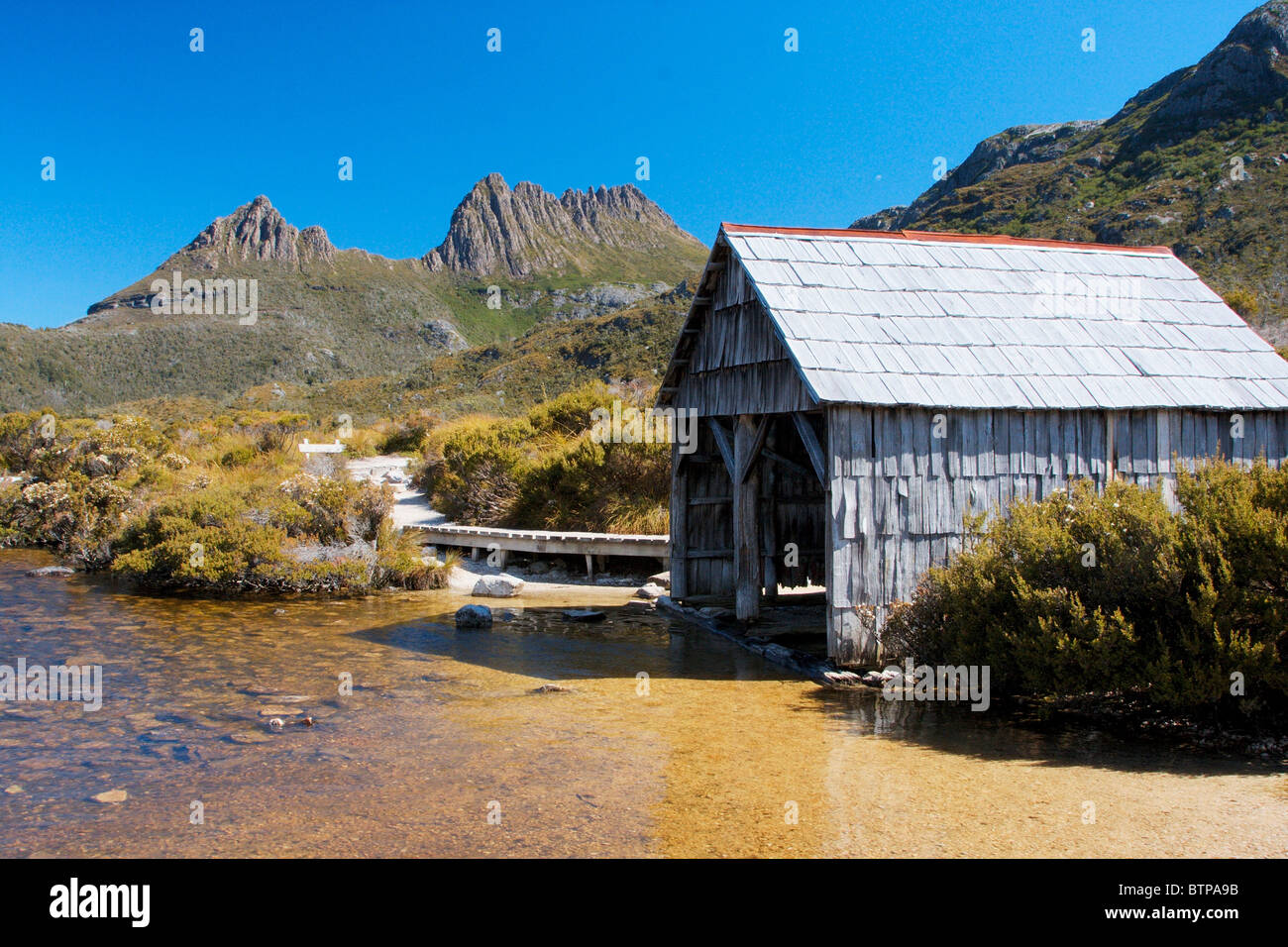 Australia, Dove Lake, Cradle mountain and the boat shed - Stock Image