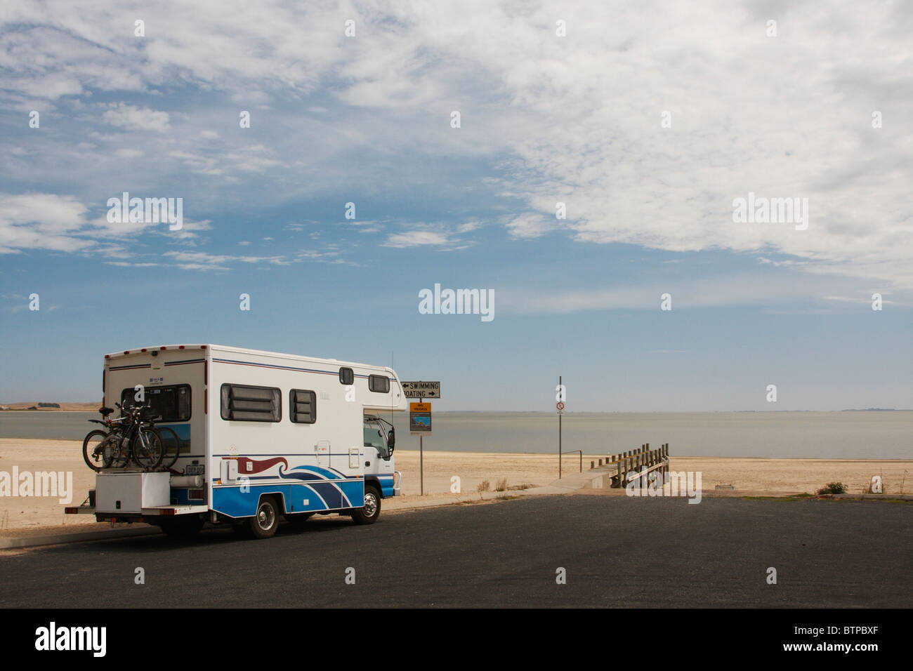 Australia, South Australia, Coorong, Meningie, Motorhome on road near beach - Stock Image