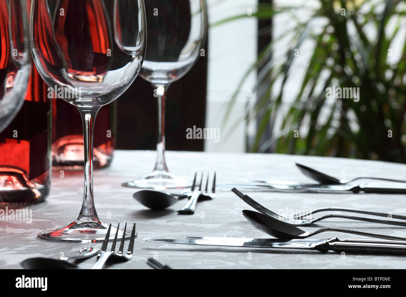 Wine glasses and cutlery in restaurant - Stock Image