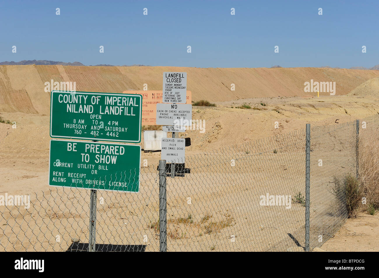 Landfill and dump, Niland, California, the nearest town to Slab City and Salvation Mount. - Stock Image
