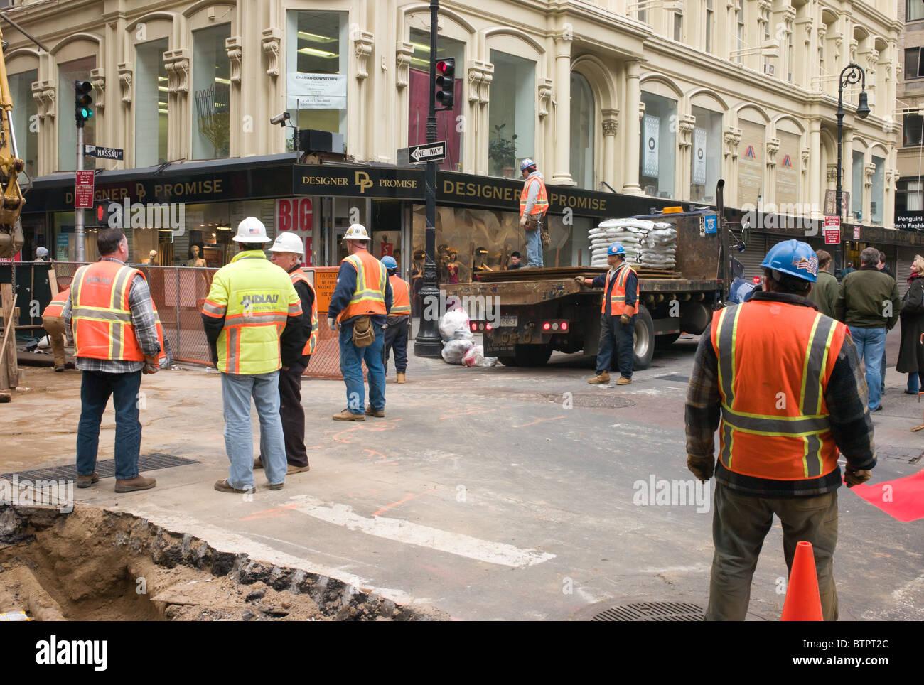 A street repair crew works in lower Manhattan - Stock Image