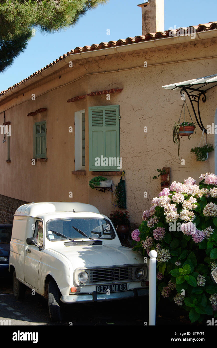 France, Bormes-les-Mimosas, Car parked near home on back street - Stock Image