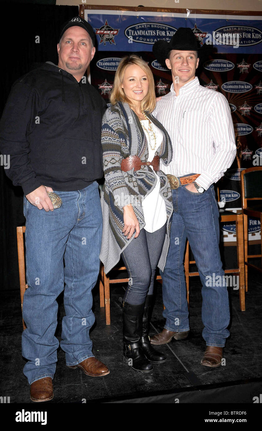 Professional Bull Riders and Garth Brooks Teammates for ...
