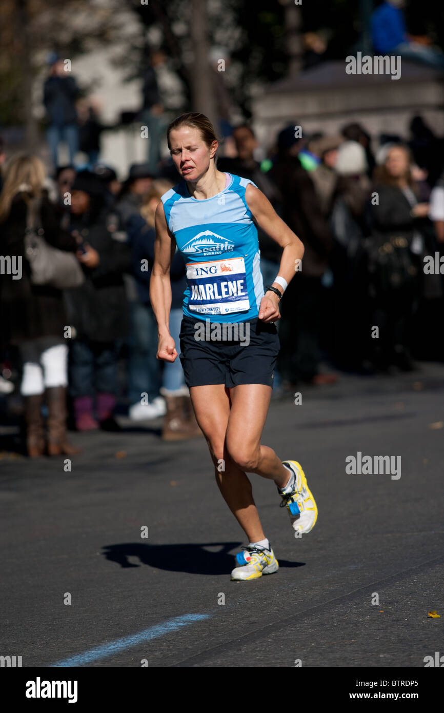 Marlene Farrell of the United States competing in the 2010 ING NYC Marathon near mile 23. She finished 49th. - Stock Image