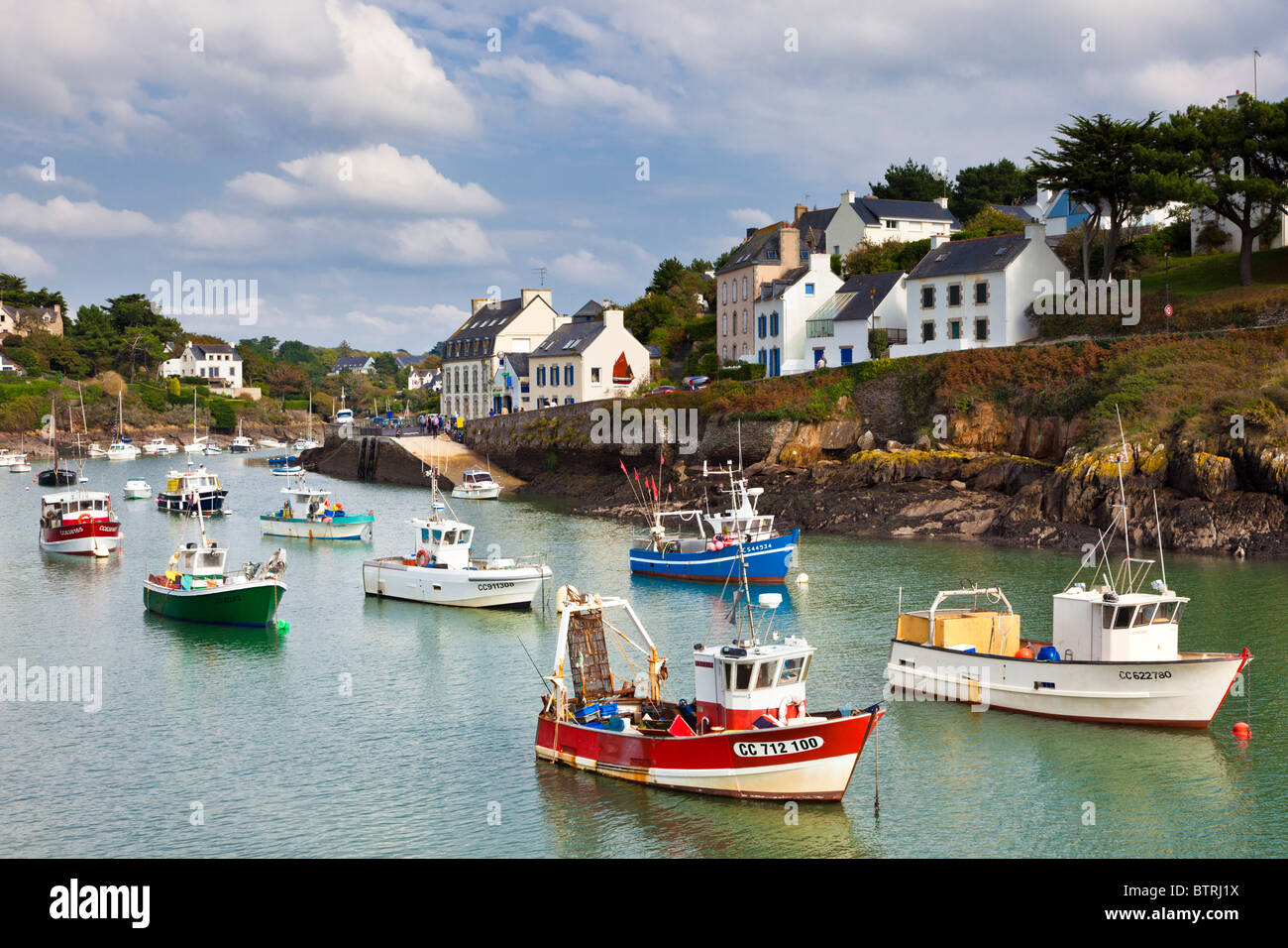 Small fishing boats in the harbour at Doelan village, Finistere, Brittany, France, Europe - Stock Image