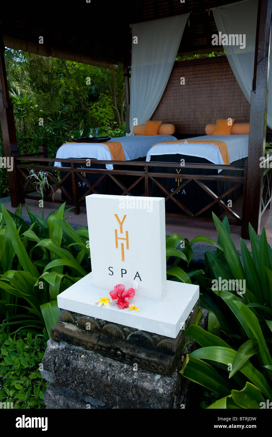 Yhi Spa Sign And Massage Tables In The Garden Villas Melia Bali Hotel Stock Photo Alamy