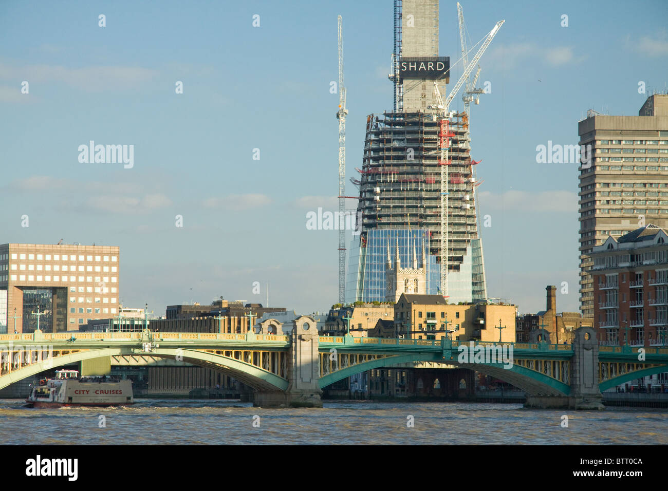 The Shard of Glass (Europe's tallest building) under construction, with Southwark Cathedral dwarfed in front - Stock Image