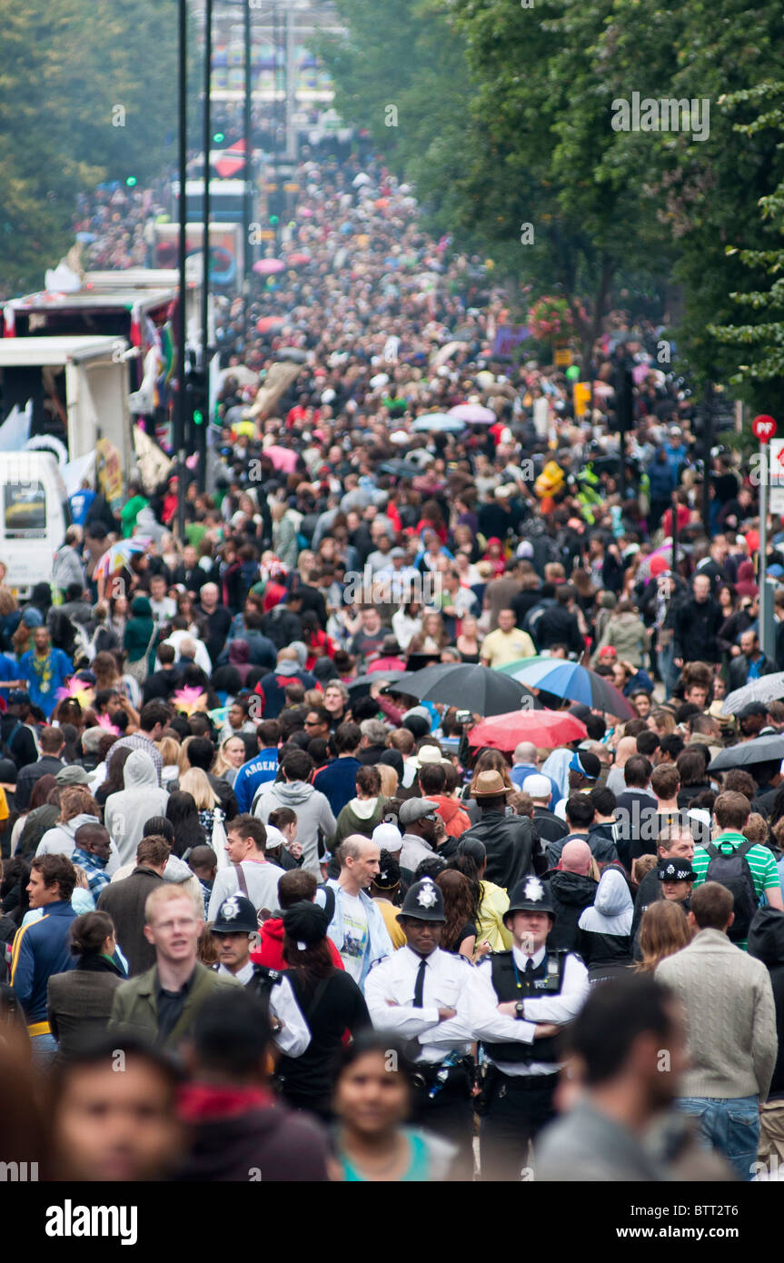 Policemen in a crowded Labroke grove at Notting Hill Carnival 2010 - Stock Image