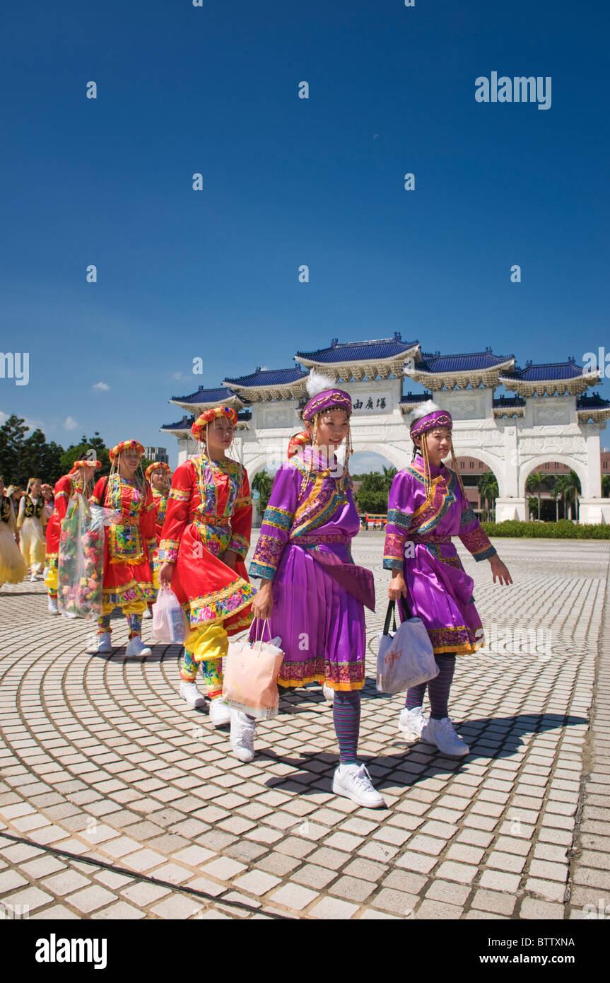 Women wearing national dress in front of the Gate of the Chiang Kai-shek Memorial Hall Taipei Taiwan - Stock Image