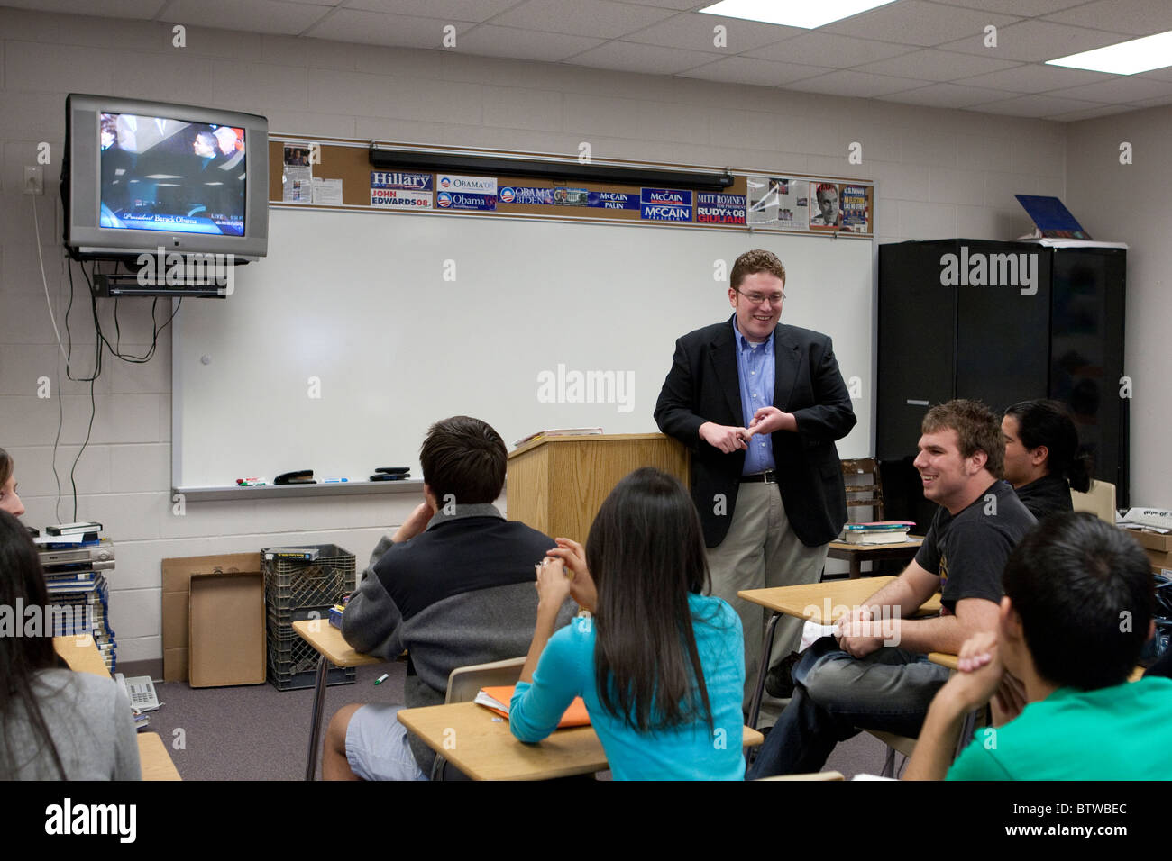 Male and female students watch Barack Obama's inauguration on TV during class at a Midland, Texas, high school - Stock Image