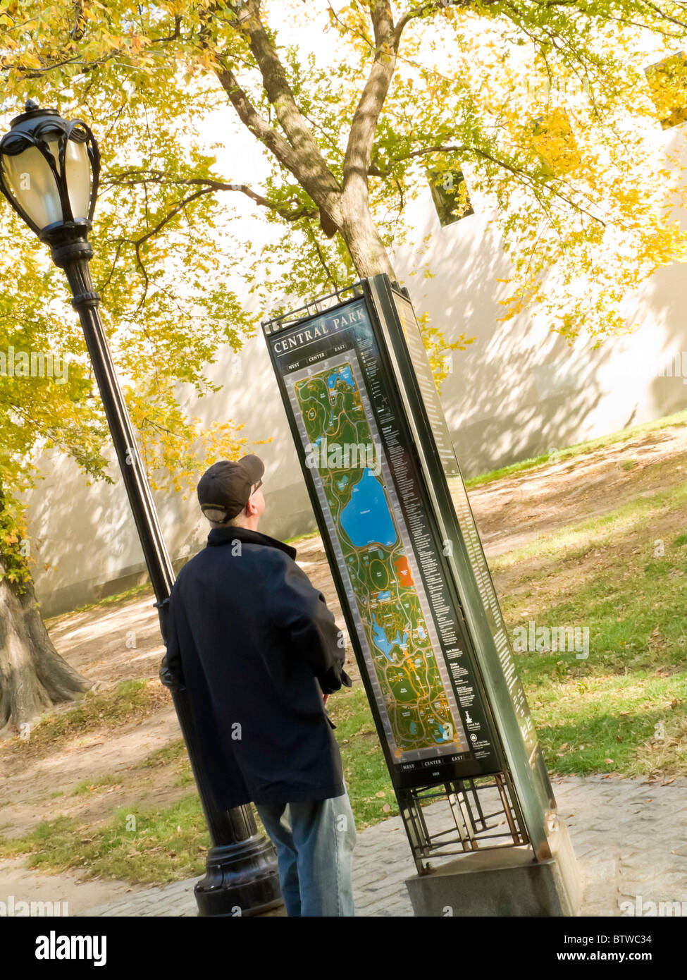 tourist reading map central park nyc
