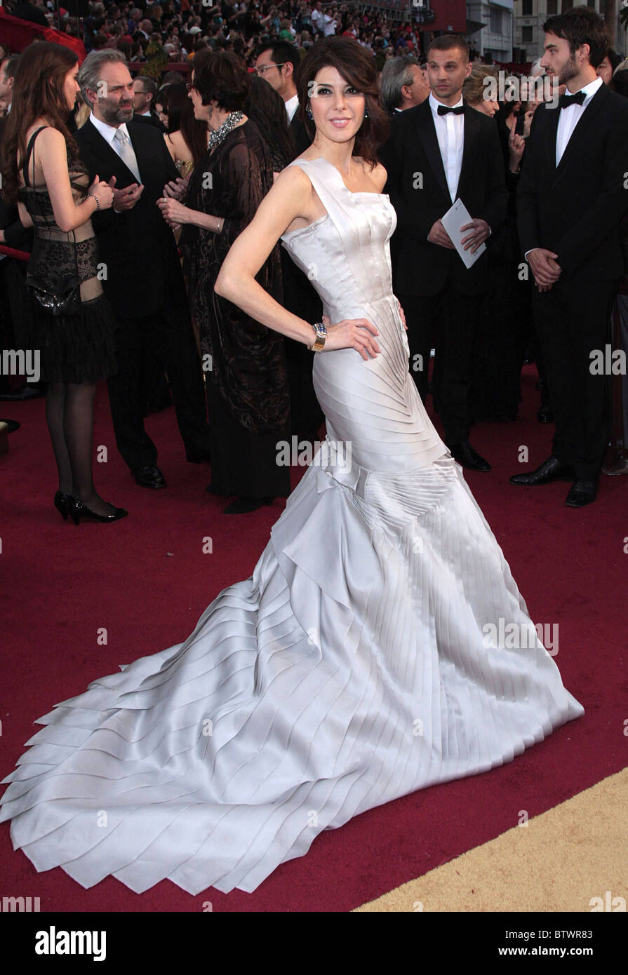 Marisa Tomei Wearing A Versace Gown Stock Photos & Marisa Tomei ...
