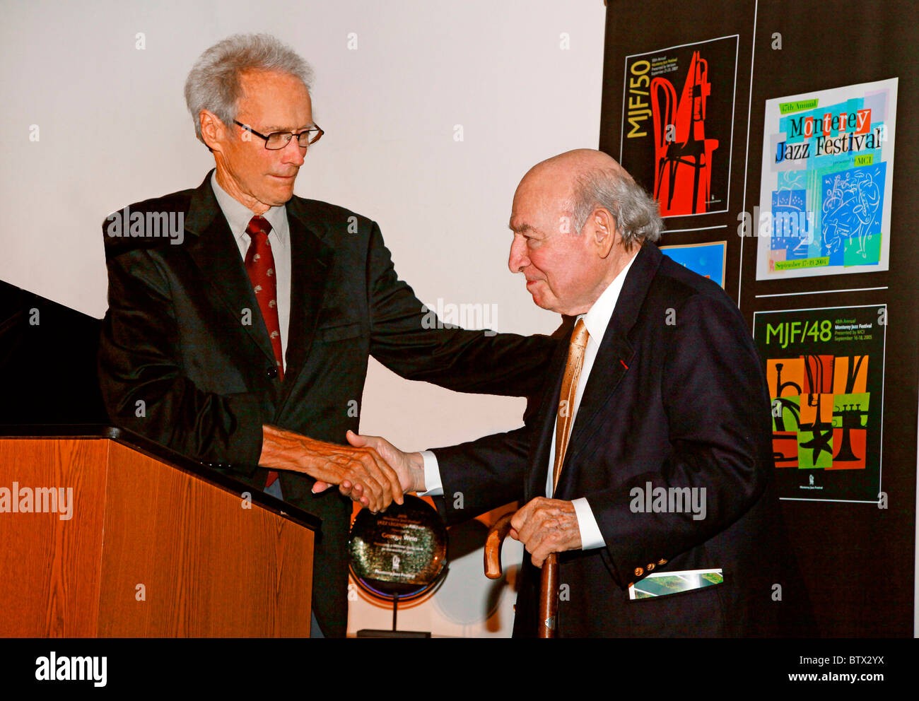 CLINT EASTWOOD presents GEORGE WEIN with an award at a Monterey Jazz Festival reception at the Mission Ranch CARMEL - Stock Image