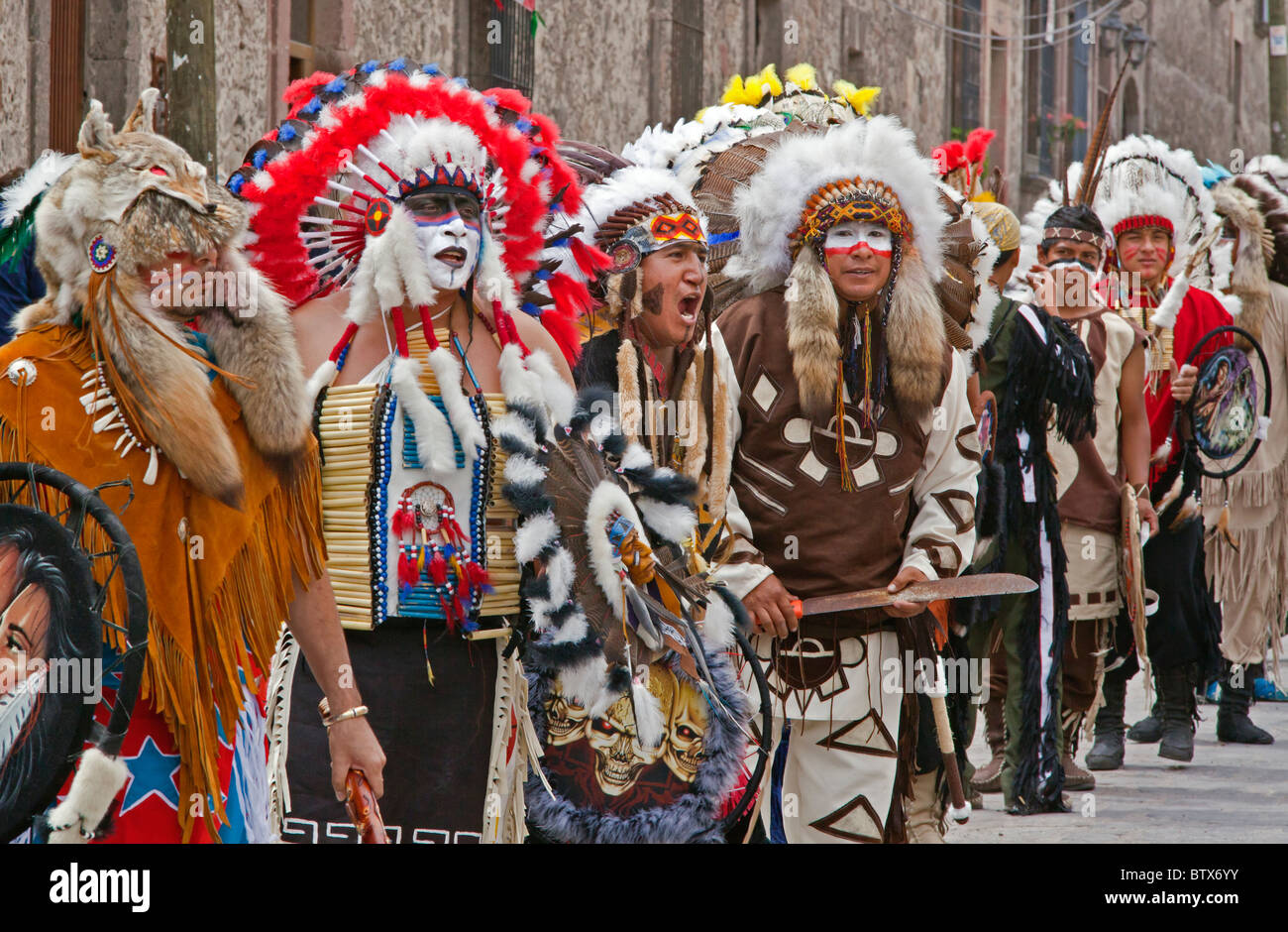 NATIVE DANCE TROUPES from all over MEXICO celebrate of San Miguel Arcangel, the patron saint of SAN MIGUEL DE ALLENDE - Stock Image