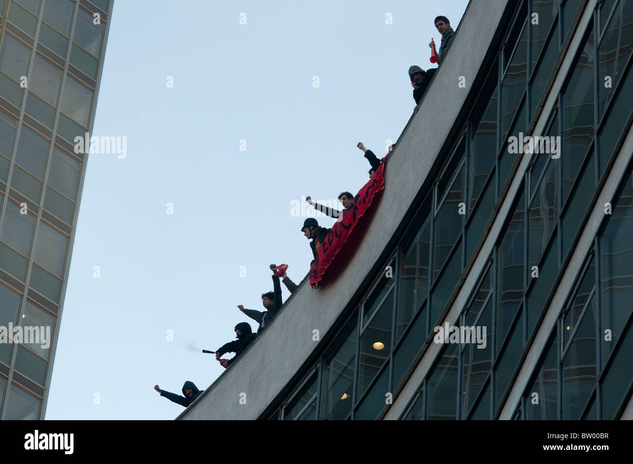 Students  demonstrate against proposed increase in tuition fees. . A group occupy the roof of conservative party - Stock Image