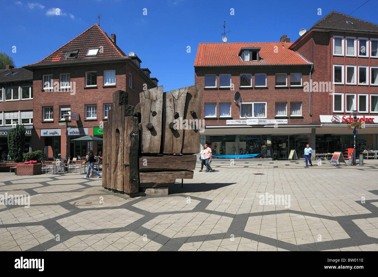 Fussgaengerzone Brueckstrasse und Leyensplatz mit einer Skulptur von Victoria Bell, Wesel, Niederrhein, Nordrhein-Westfalen Stock Photo