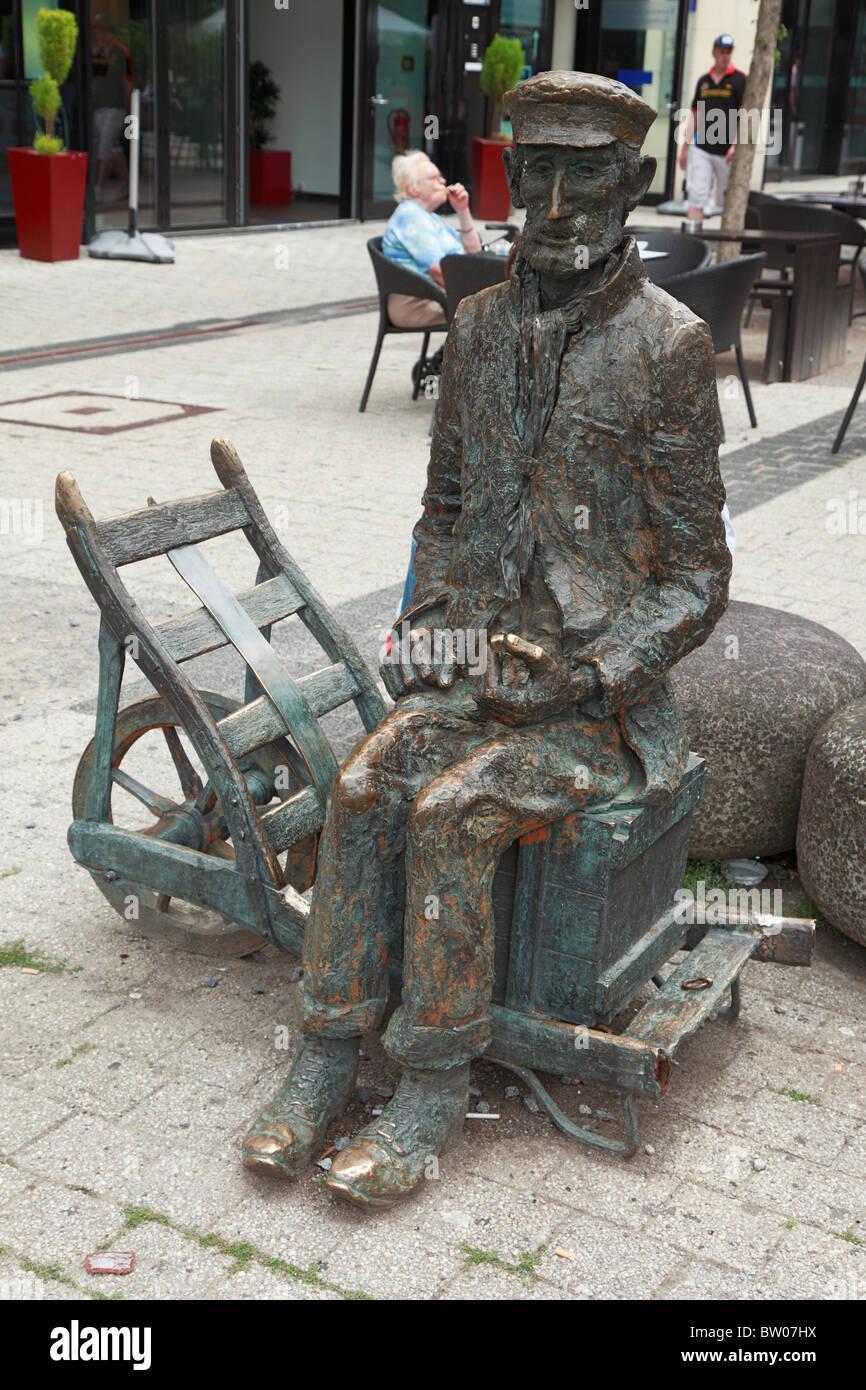 Skulptur des Wuppertaler Originals Zuckerfritz von Bildhauerin Ulle Hees in Wuppertal-Elberfeld, Wupper, Bergisches Land, Nordrhein-Westfalen Stock Photo