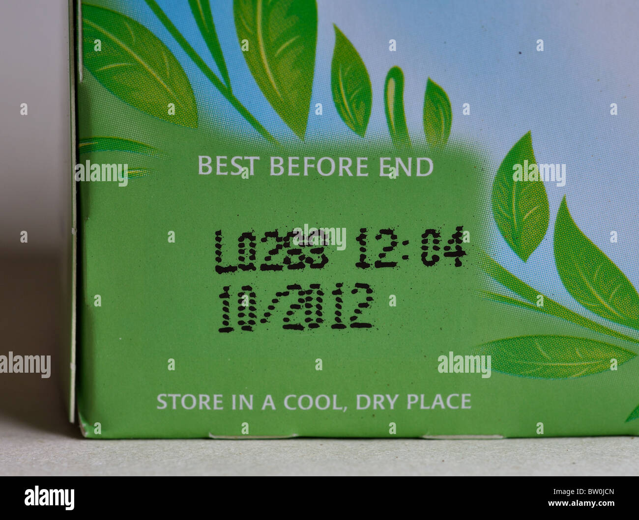 Best before end date on Tetley Green Tea packaging - Stock Image