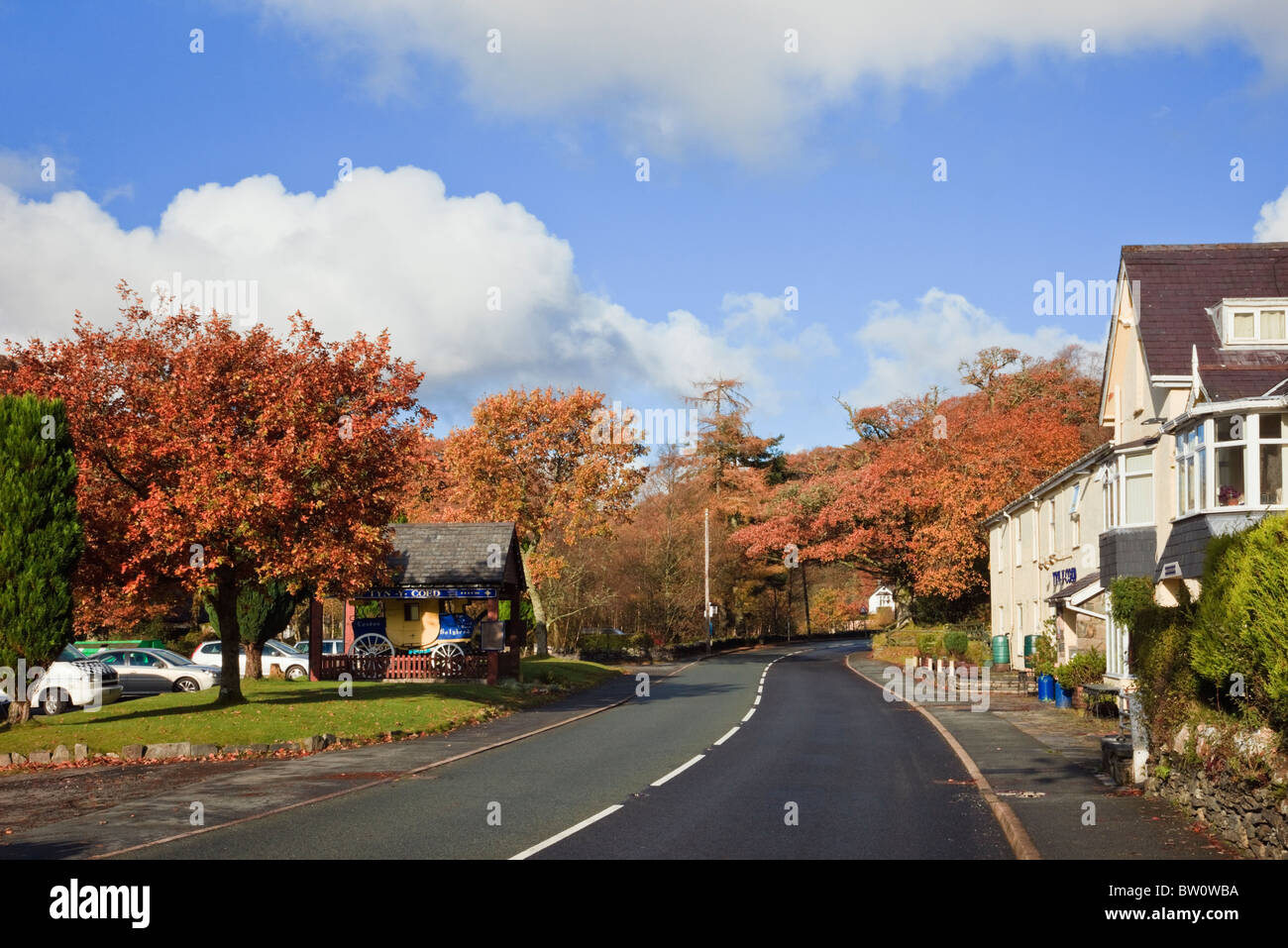 A5 road and Tyn-Y-Coed Inn on Thomas Telford's historic route in Snowdonia National Park in autumn. Capel Curig, - Stock Image