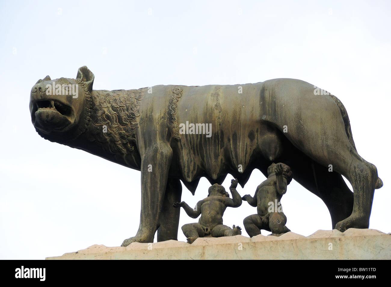 Statue of She-Wolf suckling Romulus & Remus, Palazzo Senatorio, Piazza del Campidoglio - Stock Image