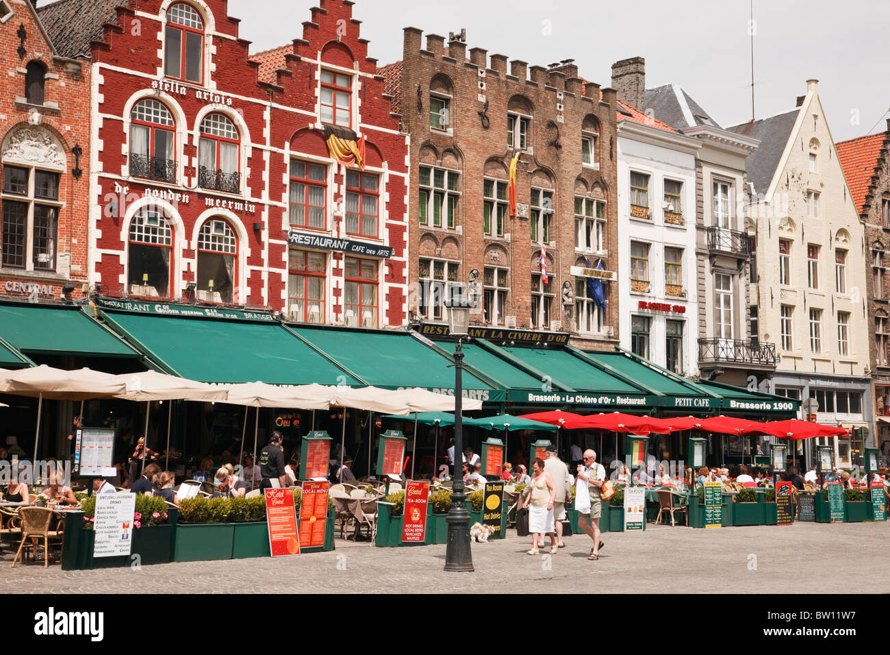 Markt, Bruges, Belgium, Europe. People dining in outdoor cafes around the historic square - Stock Image