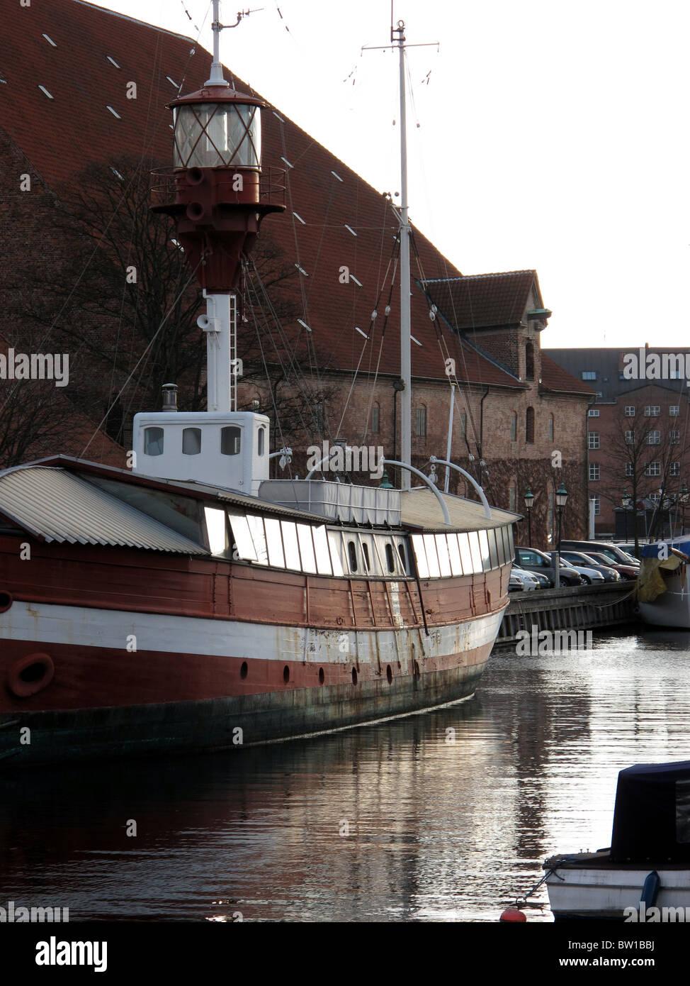 Boat along the frederiksholms canal - Copenhagen - Denmark - Stock Image