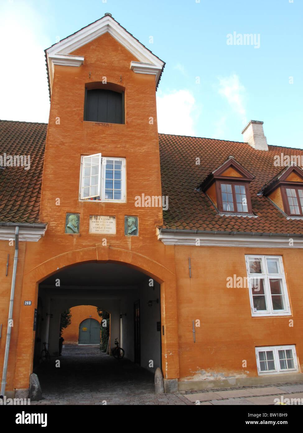 Yellow building - Bryghusgade - Frederiksholms Kanal - Copenhagen - Denmark - Stock Image