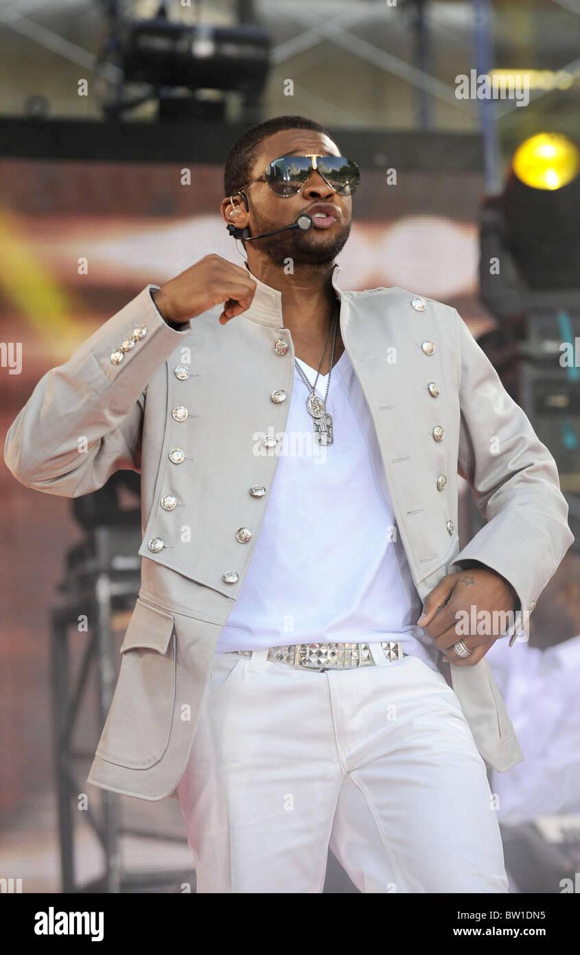Abc Gma Concert With Usher Stock Photo Alamy