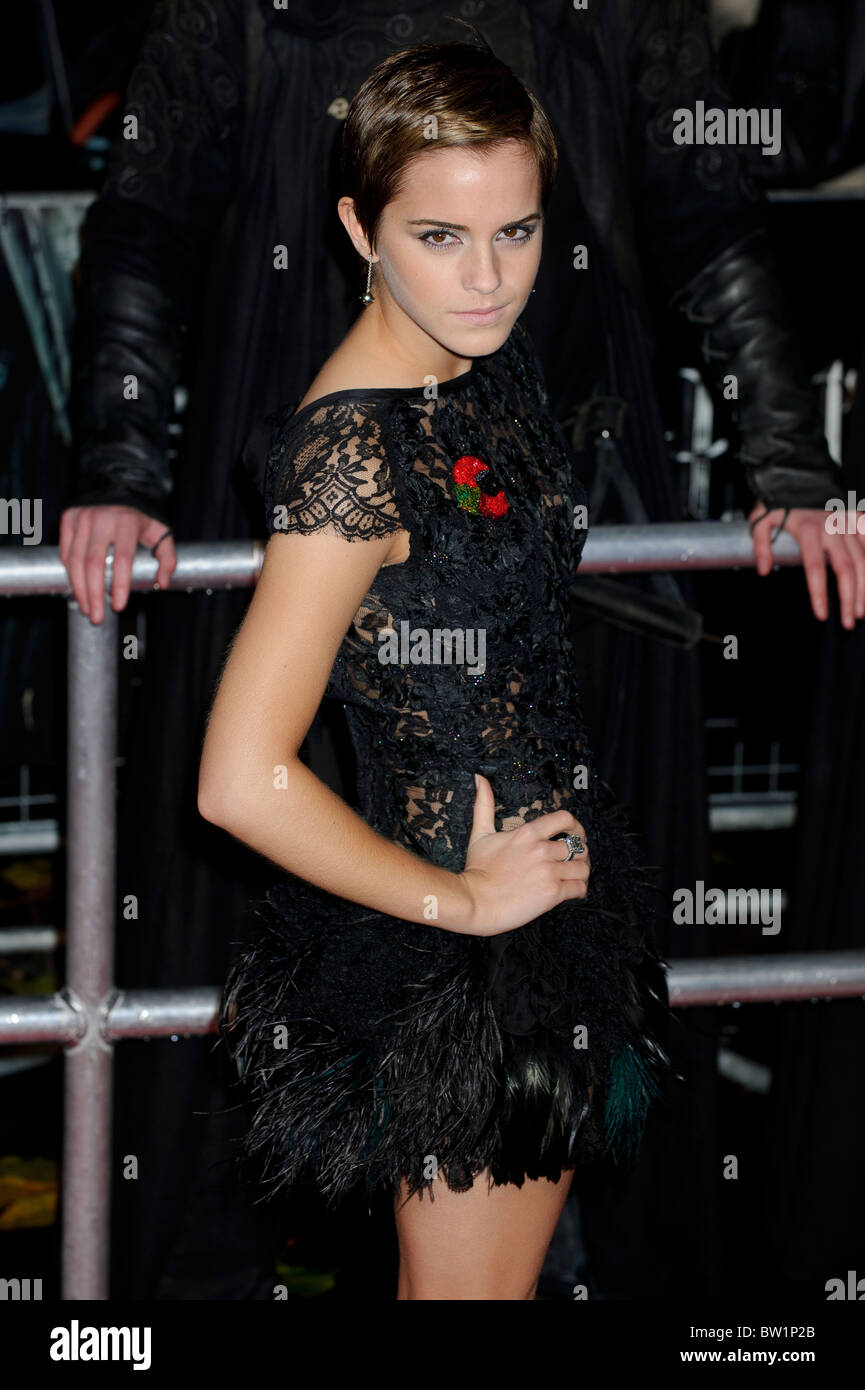 538d46fef3 Emma Watson attends the World Premiere of Harry Potter and the Deathly  Hallows Part 1