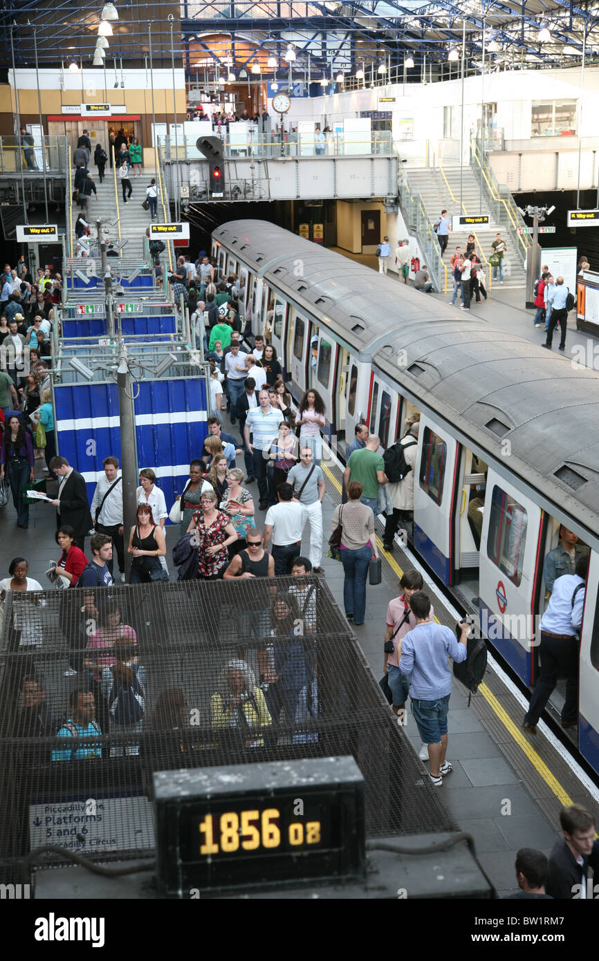 London, Earls Court Underground Station Platform - Stock Image