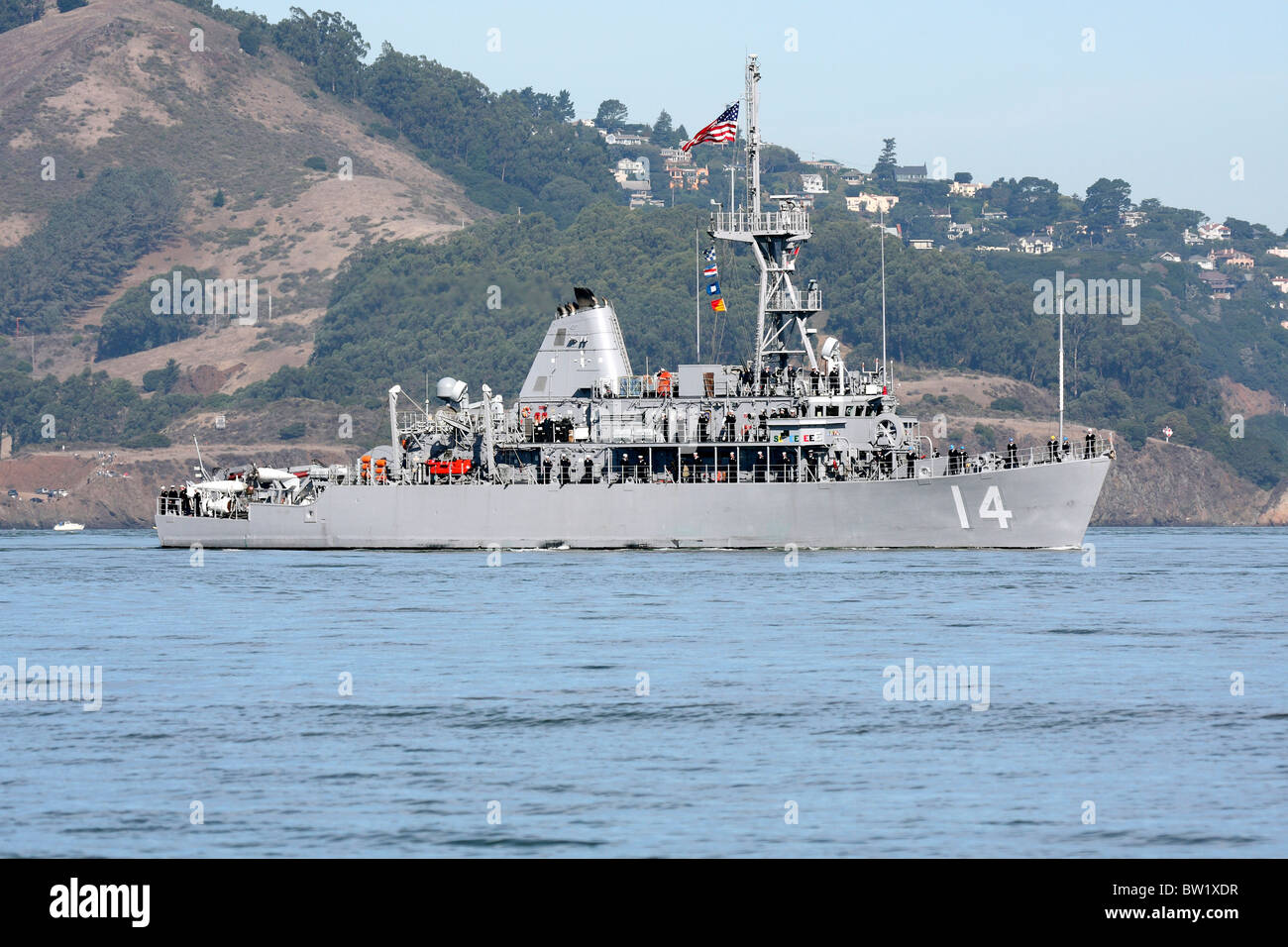 Mine Countermeasure ship USS Chief (MCM 14) on San Francisco Bay. - Stock Image