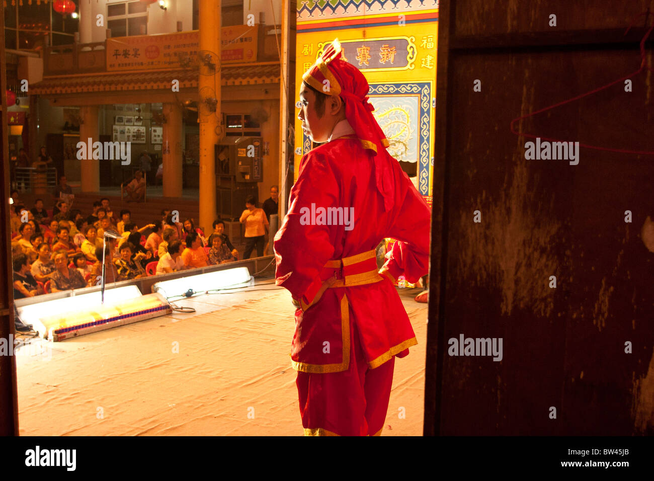 Members of the audience watch a performance by the Sing Sai Hong troupe, the oldest Hokkien opera troupe in Singapore. - Stock Image