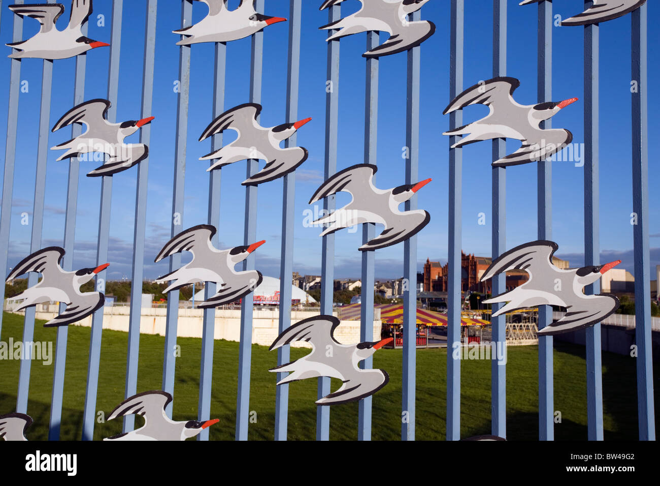 Cutout birds on fence, part of the Tern Project in Morecambe. - Stock Image