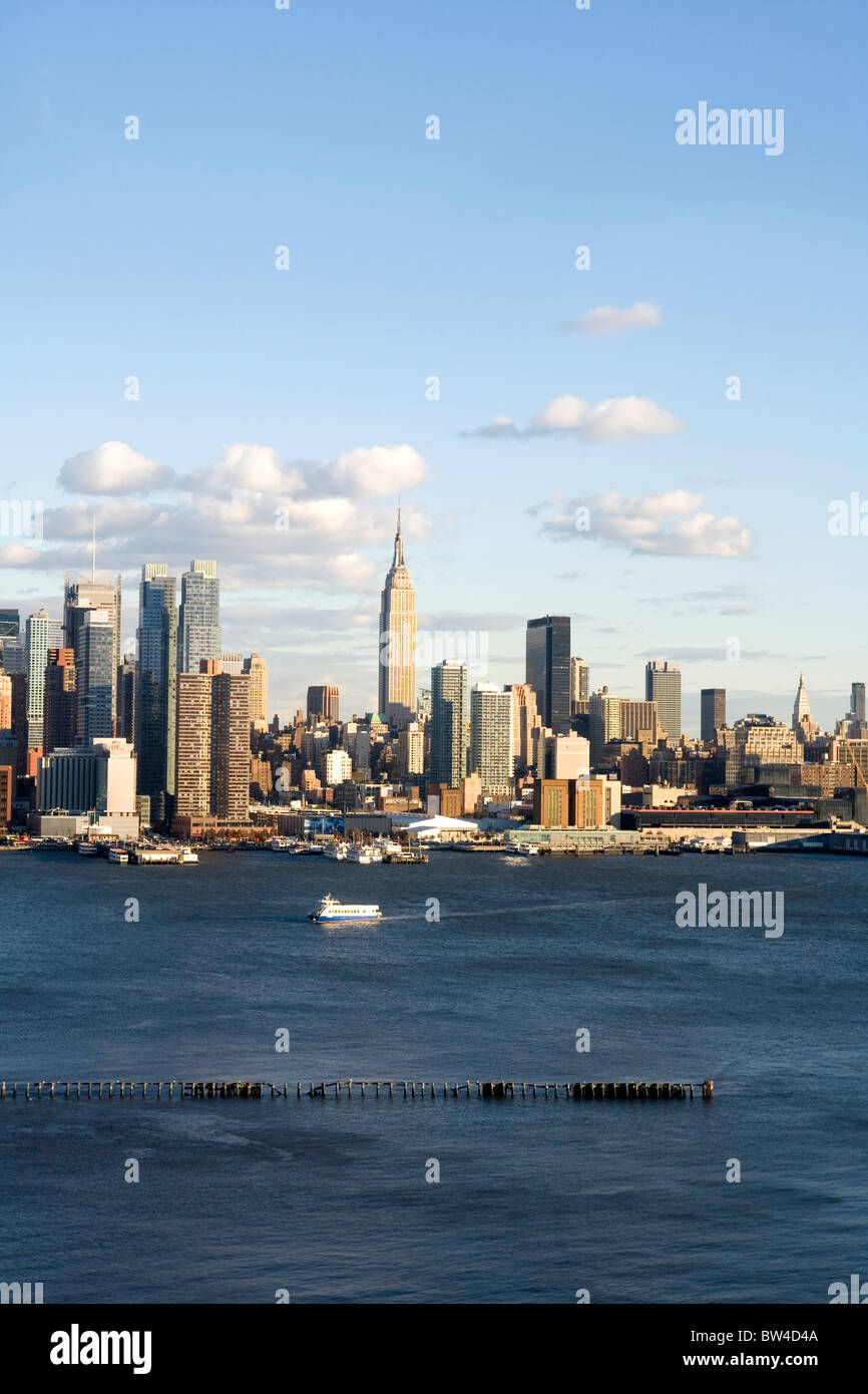 View of midtown Manhattan with Empire State Building, the Hudson River and plenty of room for text. - Stock Image