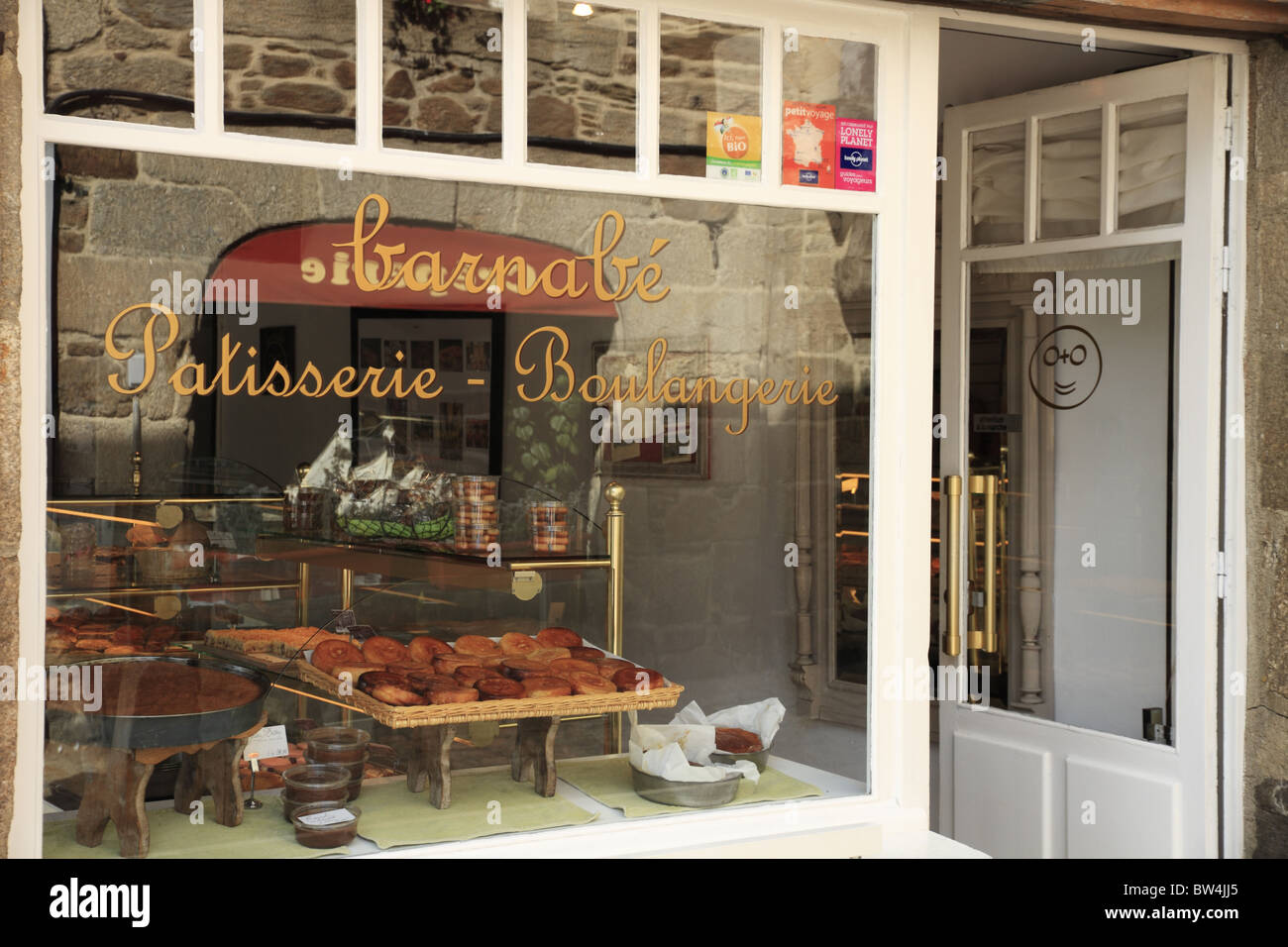 A French Patisserie shop window in the town of Dinan, Brittany, France. - Stock Image