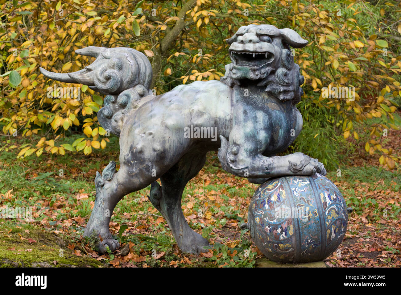 Foo Dog Sculpture on ball - Stock Image