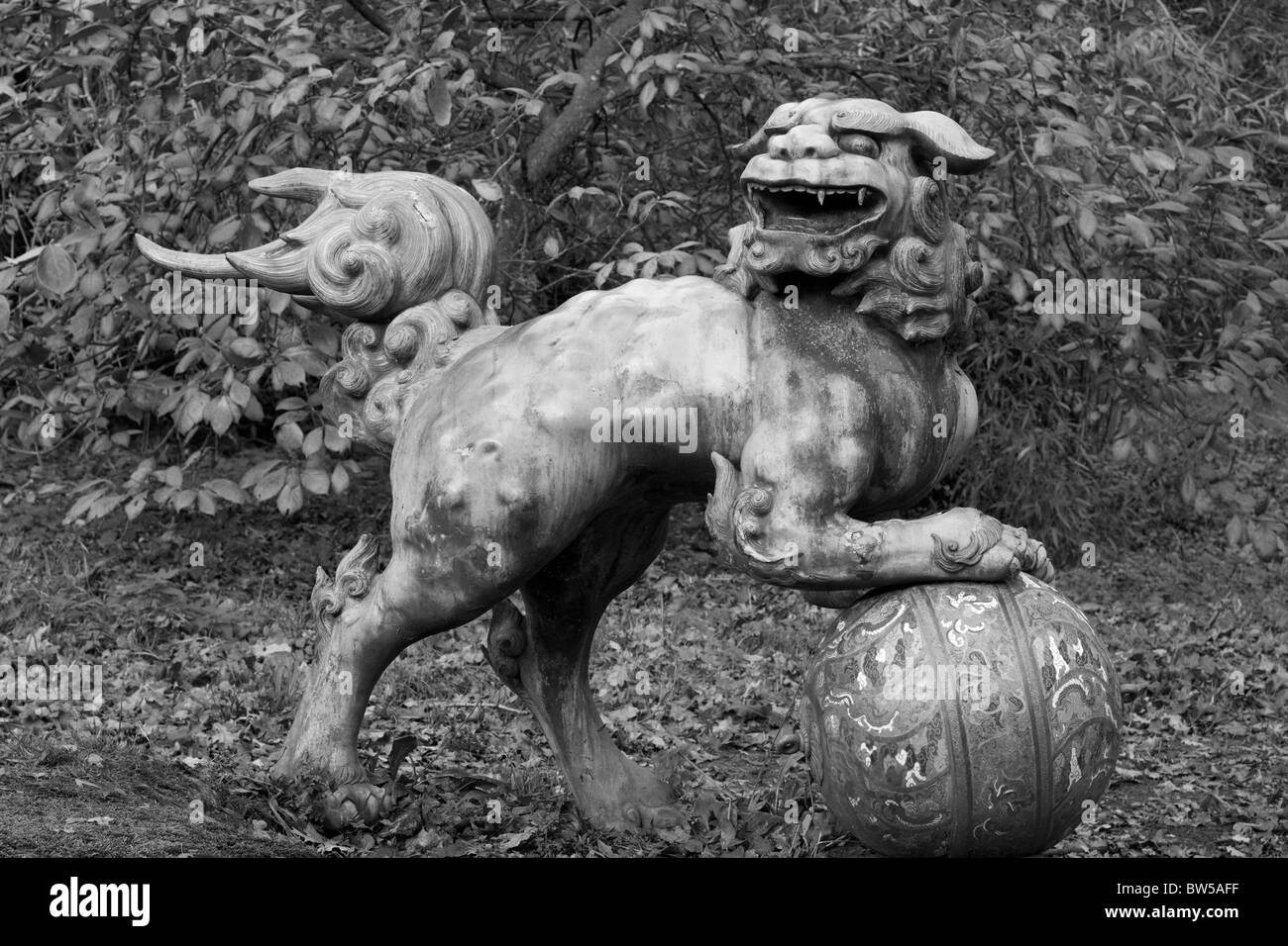 Foo Dog Sculpture on ball Black and White - Stock Image