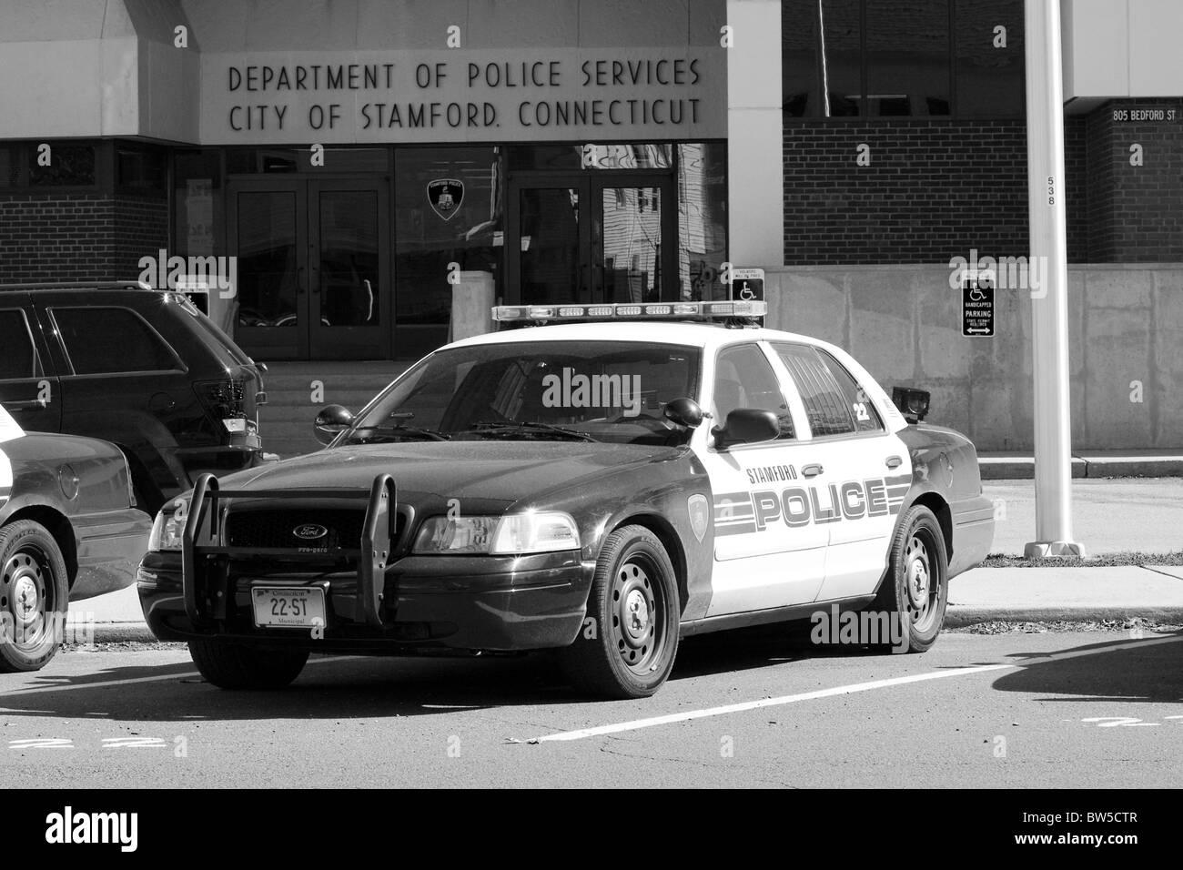 schwarzweiss-polizeiwagenbild-nackte-brueste-weibliche-pov