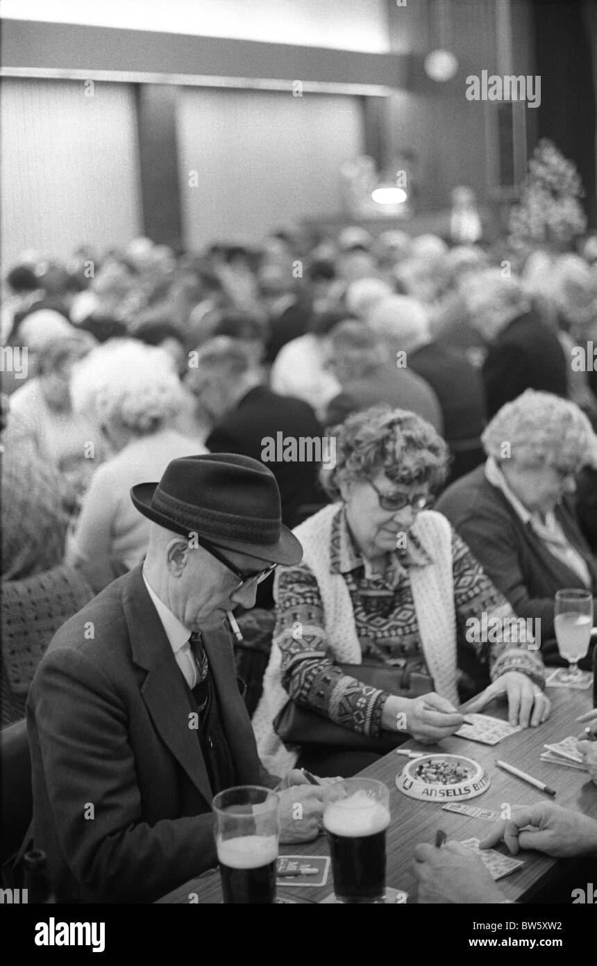 Coventry Working mens Club Saturday night after the Bingo evening entertainment. 1980s England. HOMER SYKES - Stock Image